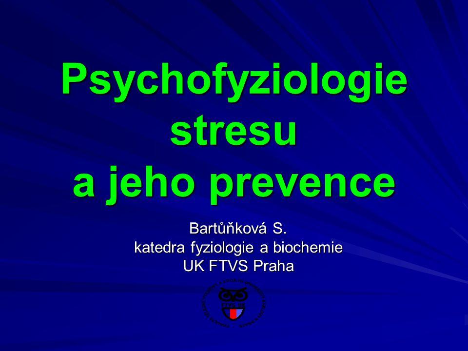 Odlišnost reakcí specifičnost některých hormonů při stresových situacích tyroxin ↑ tyroxinu: krátkodobá fyzická zátěž emoční stres (úleková Basedowova choroba) emoční stres (úleková Basedowova choroba) stres operační (tyreotoxikóza) stres operační (tyreotoxikóza) ↓ tyroxinu: dlouhotrvající vyčerpávající zátěž hladovění (význam pro přežití) inzulin ↓inzulinu: krátkodobý stres (alarmová fáze) ↓inzulinu: krátkodobý stres (alarmová fáze) ↑ inzulinu: chronický stres (metabolický syndrom) ↑ inzulinu: chronický stres (metabolický syndrom)testosteron ↓ testosteronu (běžná odpověď stresové reakce) ↓ testosteronu (běžná odpověď stresové reakce) ↑ testosteronu (behaviorální vlivy – např.