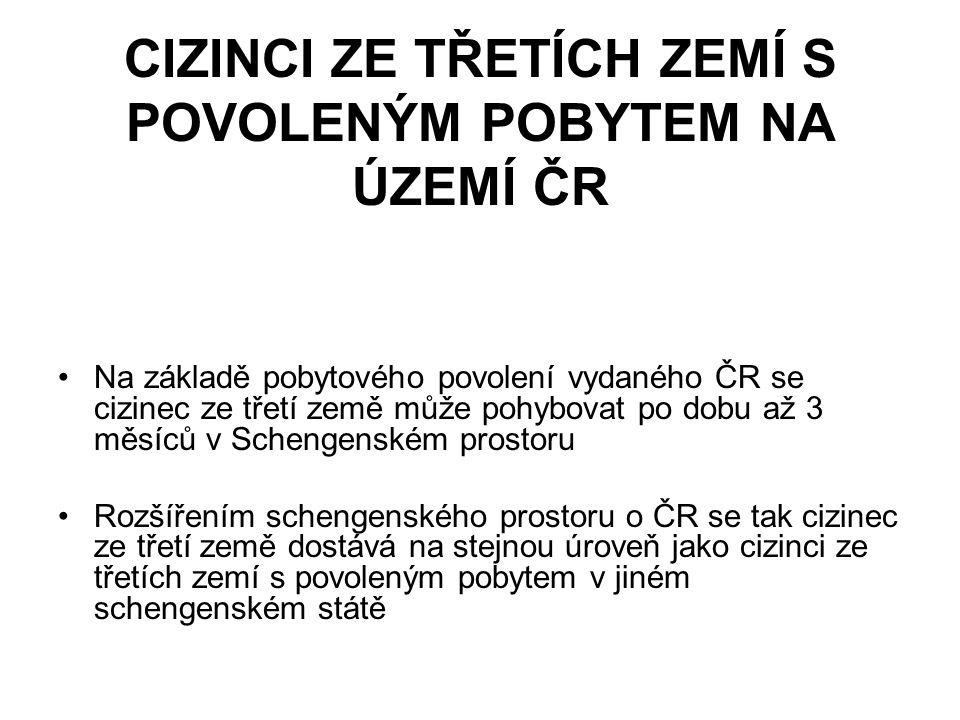 CIZINCI ZE TŘETÍCH ZEMÍ S POVOLENÝM POBYTEM NA ÚZEMÍ ČR Na základě pobytového povolení vydaného ČR se cizinec ze třetí země může pohybovat po dobu až 3 měsíců v Schengenském prostoru Rozšířením schengenského prostoru o ČR se tak cizinec ze třetí země dostává na stejnou úroveň jako cizinci ze třetích zemí s povoleným pobytem v jiném schengenském státě