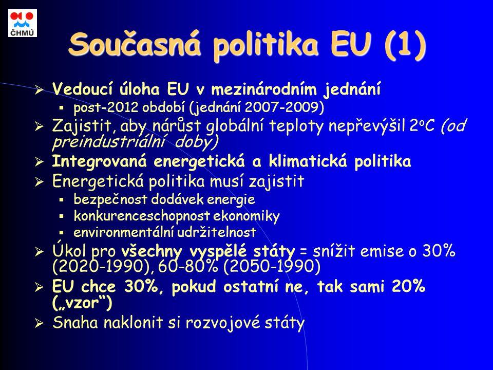 """Současná politika EU (1)  Vedoucí úloha EU v mezinárodním jednání  post-2012 období (jednání 2007-2009)  Zajistit, aby nárůst globální teploty nepřevýšil 2 o C (od preindustriální doby)  Integrovaná energetická a klimatická politika  Energetická politika musí zajistit  bezpečnost dodávek energie  konkurenceschopnost ekonomiky  environmentální udržitelnost  Úkol pro všechny vyspělé státy = snížit emise o 30% (2020-1990), 60-80% (2050-1990)  EU chce 30%, pokud ostatní ne, tak sami 20% (""""vzor )  Snaha naklonit si rozvojové státy"""