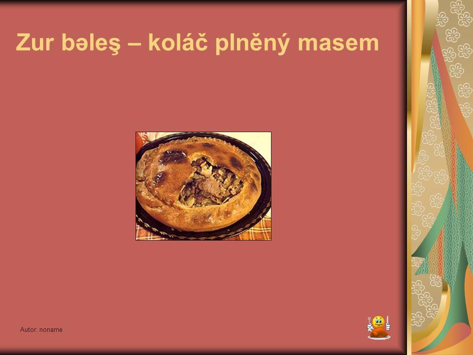 Autor: noname Zur bəleş – koláč plněný masem Jedno z nejoblíbenějších tatarských jídel. Připravené nekynuté těsto (tzn. bez droždí) rozdělíme na dvě č