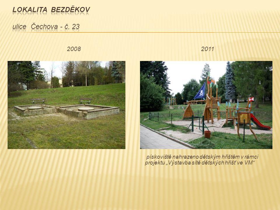 """pískoviště nahrazeno dětským hřištěm v rámci projektu """"Výstavba sítě dětských hřišť ve VM"""