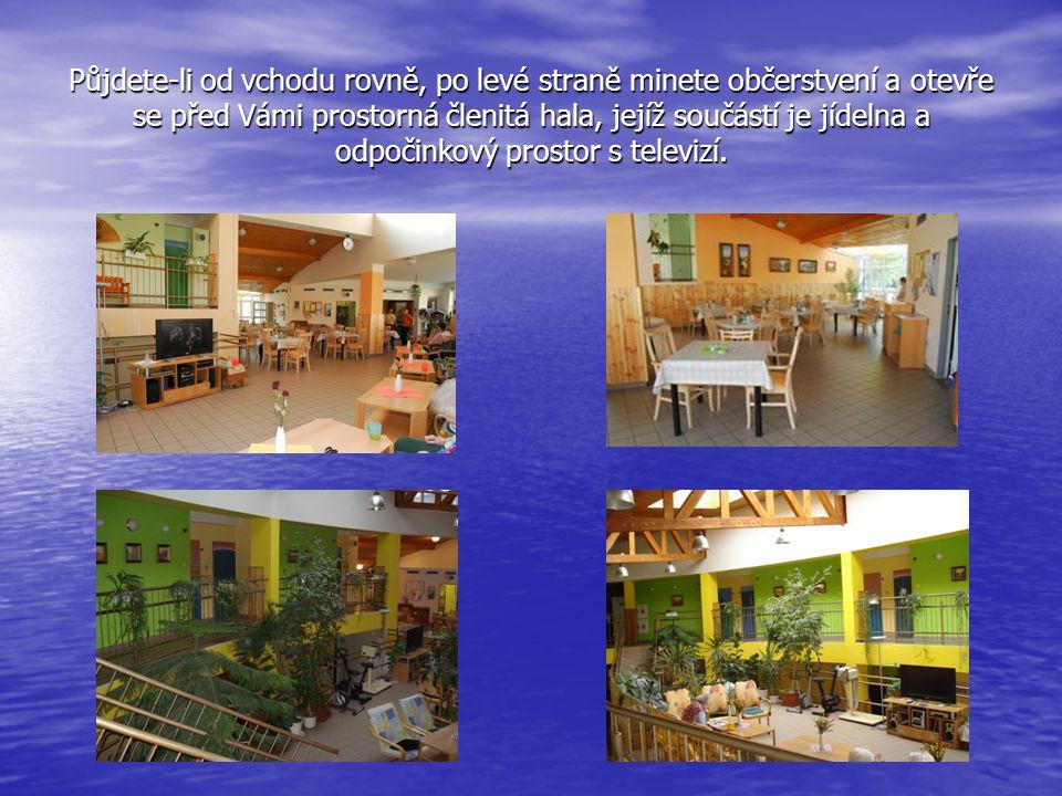 Půjdete-li od vchodu rovně, po levé straně minete občerstvení a otevře se před Vámi prostorná členitá hala, jejíž součástí je jídelna a odpočinkový prostor s televizí.