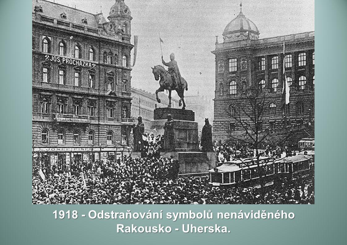 1918 - Odstraňování symbolů nenáviděného Rakousko - Uherska.