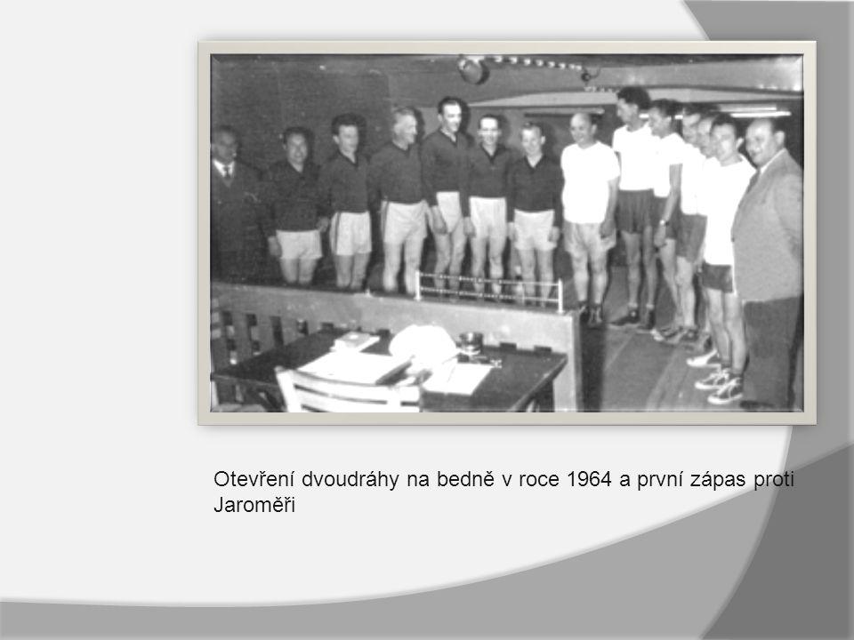 Otevření dvoudráhy na bedně v roce 1964 a první zápas proti Jaroměři