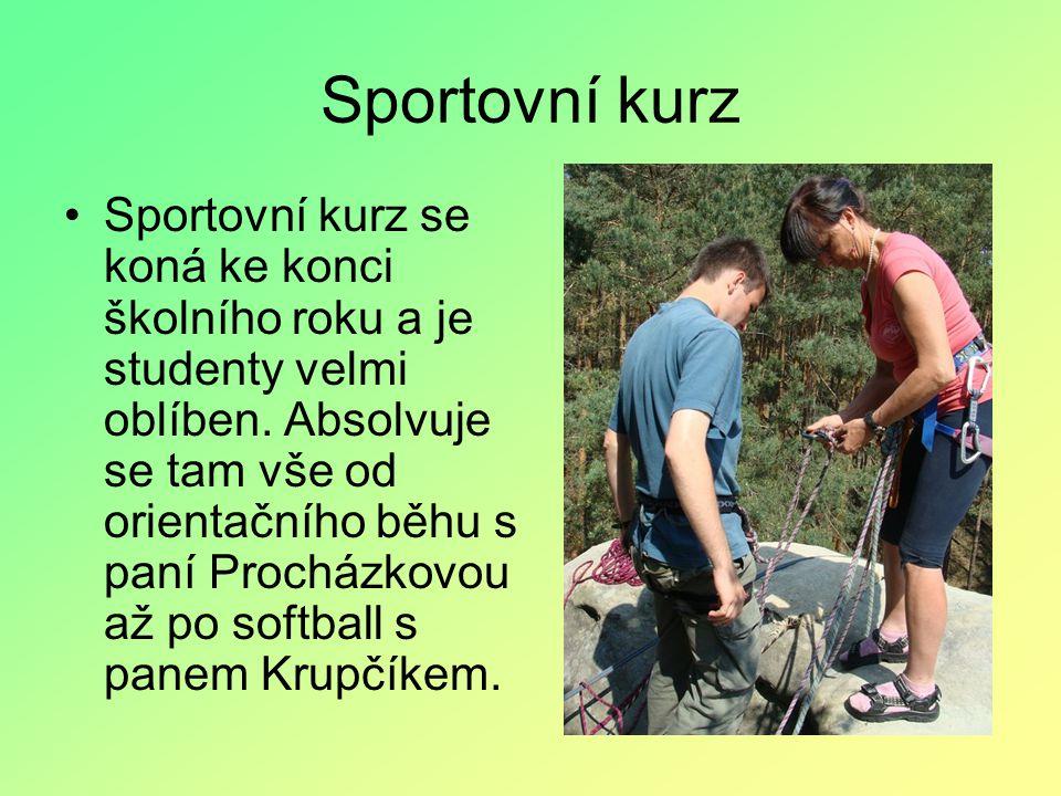 Sportovní kurz Sportovní kurz se koná ke konci školního roku a je studenty velmi oblíben.