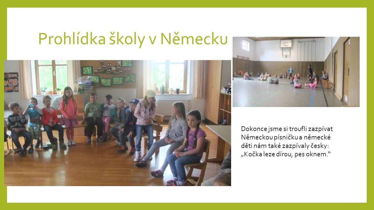 """Prohlídka školy v Německu Dokonce jsme si troufli zazpívat Německou písničku a německé děti nám také zazpívaly česky: """"Kočka leze dírou, pes oknem."""