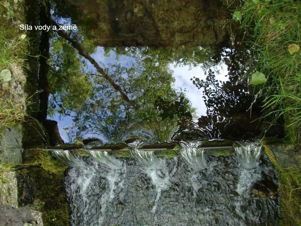 Síla vody a země