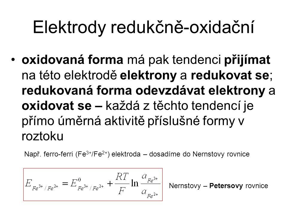 Elektrody redukčně-oxidační oxidovaná forma má pak tendenci přijímat na této elektrodě elektrony a redukovat se; redukovaná forma odevzdávat elektrony