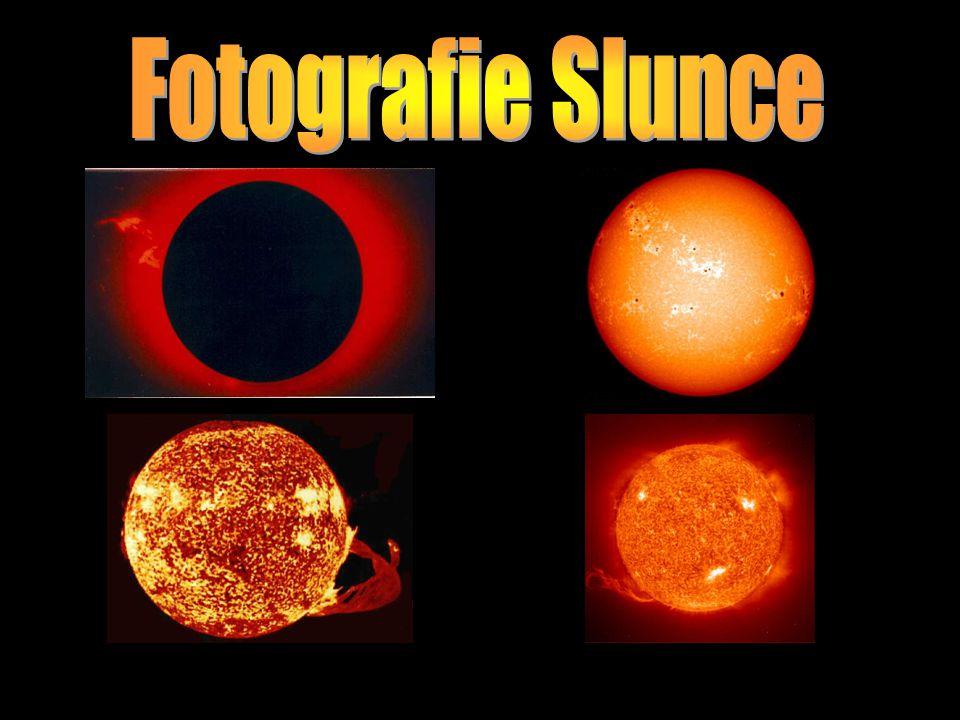 Slunce je naše nejbližší hvězda.Je asi 150 milionů km (1 AU) daleko od Země.