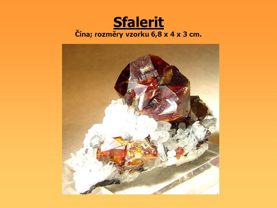 Sfalerit Čína; rozměry vzorku 6,8 x 4 x 3 cm.