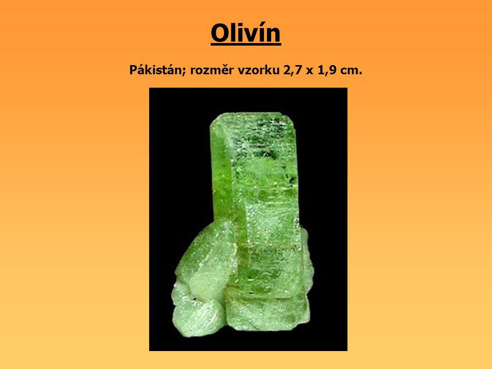 Olivín Pákistán; rozměr vzorku 2,7 x 1,9 cm.