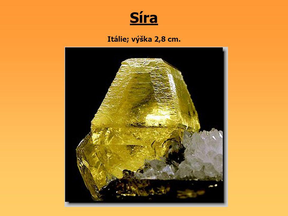 Diamant v kimberlitu Rusko. Hmotnost diamantu cca 1,2 ct; rozměry vzorku 3 x 3 cm.