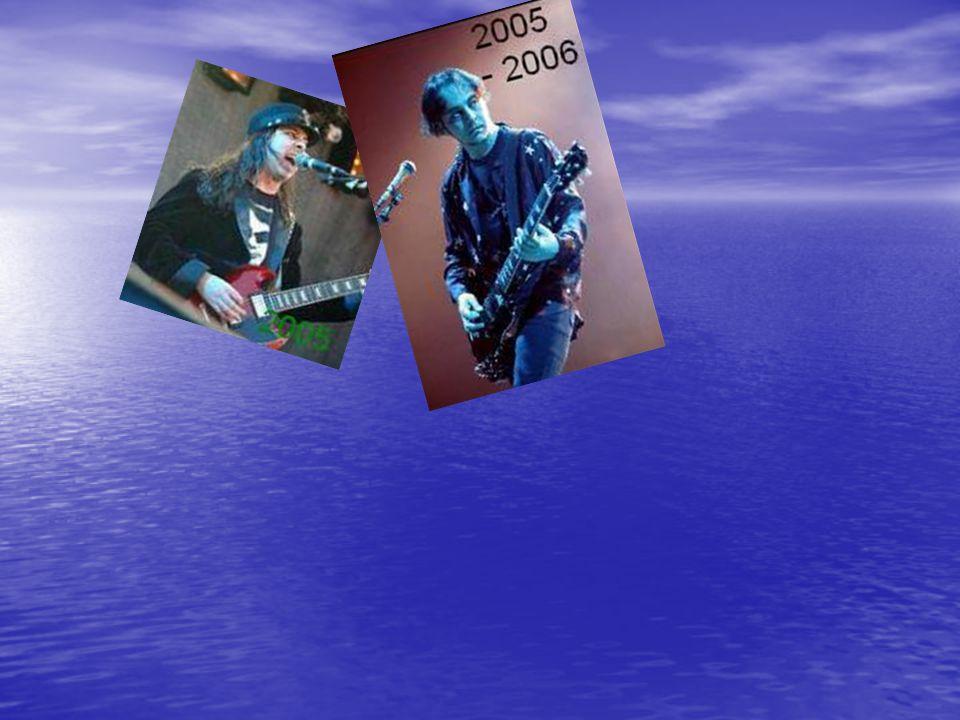 SERJ Adam TANKIAN narodil se 21.srpna 1967 ve znamení lva narodil se 21.srpna 1967 ve znamení lva měří 183-185 centimetrů měří 183-185 centimetrů Serj Tankian zpívá, hraje na klávesy a kytaru Serj Tankian zpívá, hraje na klávesy a kytaru má hnědé oči má hnědé oči žije v Kalifornii, přesněji v Calabase žije v Kalifornii, přesněji v Calabase pochází z Bejrůtu, odkud se odstěhoval (s jeho rodiči) když mu bylo 8 (důvodem byla válka, boje,...