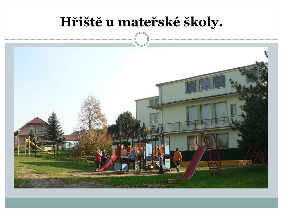 Hřiště u mateřské školy.