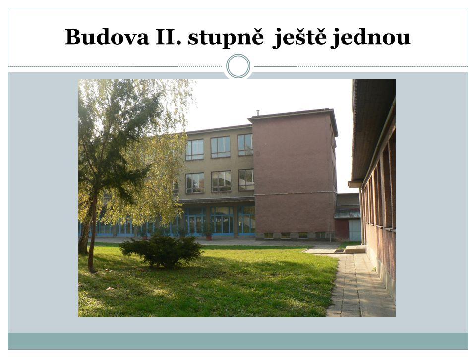 Krček spojující budovy I. a II. stupně