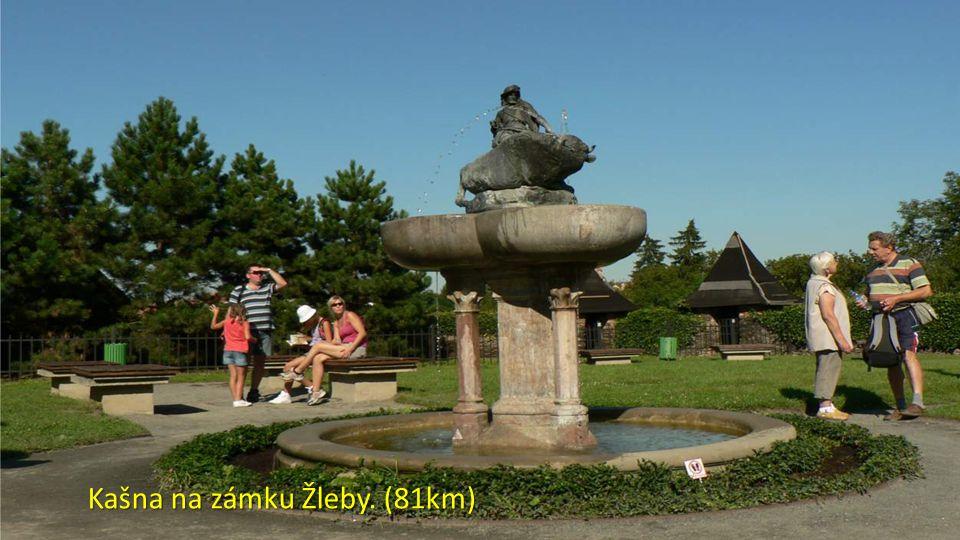 Kašna na zámku Žleby. (81km)