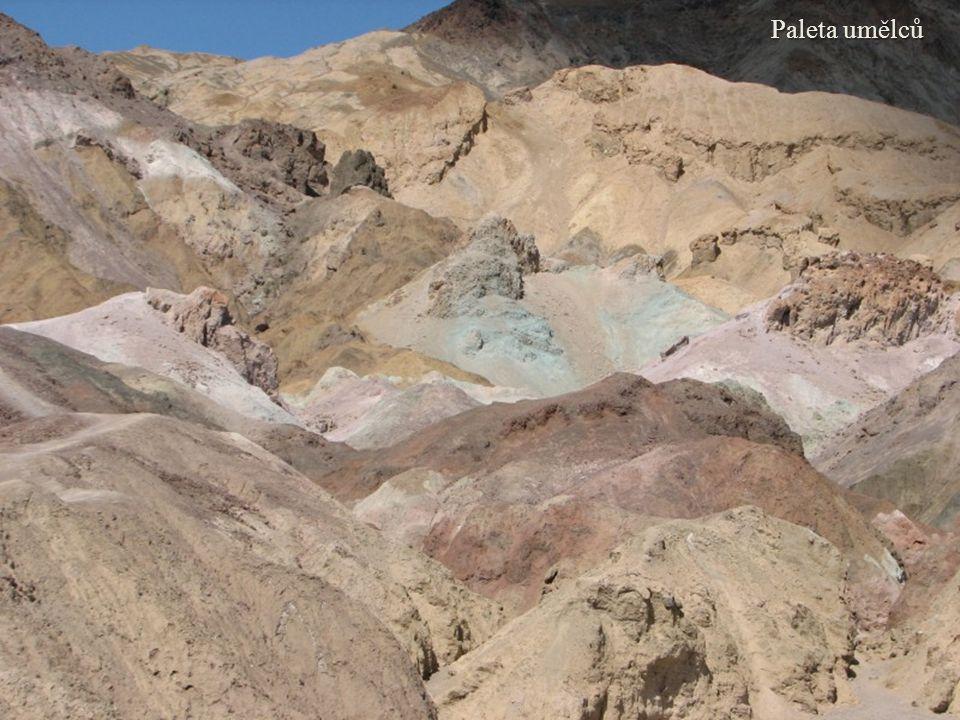 Paleta umělců je skupina skal, která se nachází v srdci Death Valley, vyznačující se neobvyklými barvami.