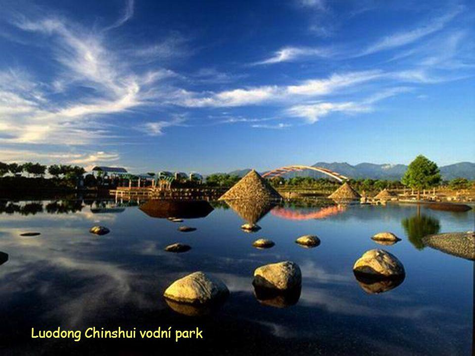 Řeka Dongshan a vodní park v kraji Yilan