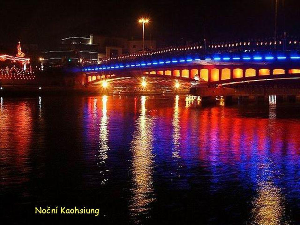 Noční přístav K K K Kaohsiung