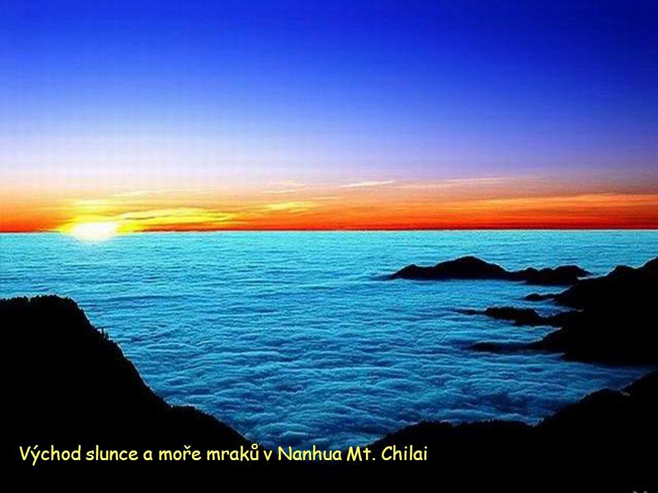 Moře mraků pod horou Yushan