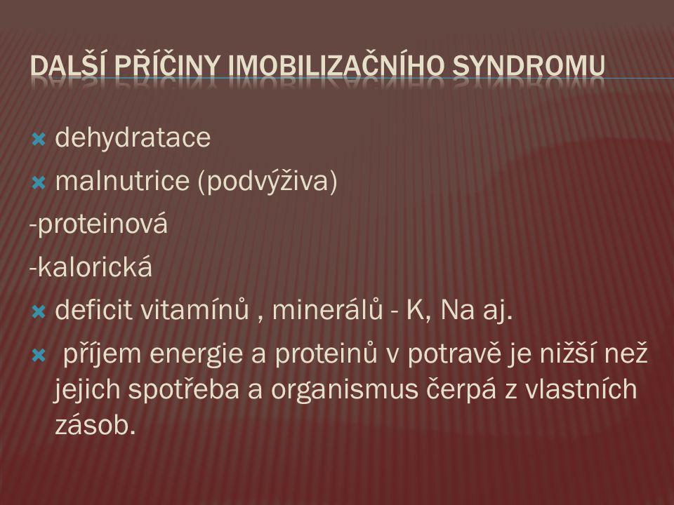  dehydratace  malnutrice (podvýživa) -proteinová -kalorická  deficit vitamínů, minerálů - K, Na aj.  příjem energie a proteinů v potravě je nižší