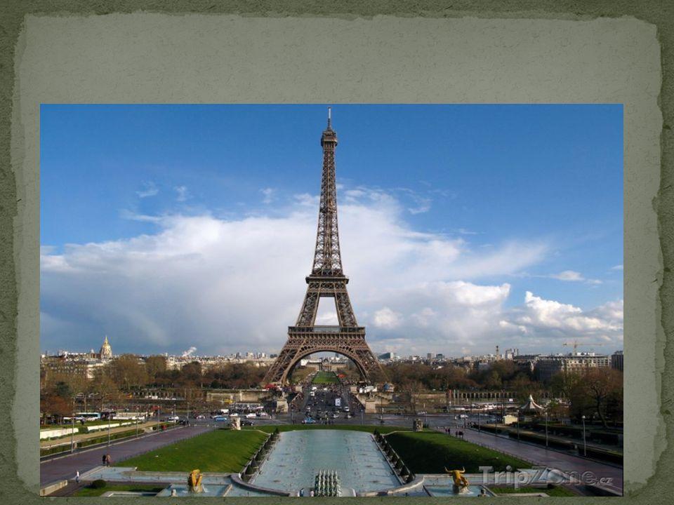 Je největší náměstí v Paříži.Bylo vybudováno v letech 1754 až 1763.