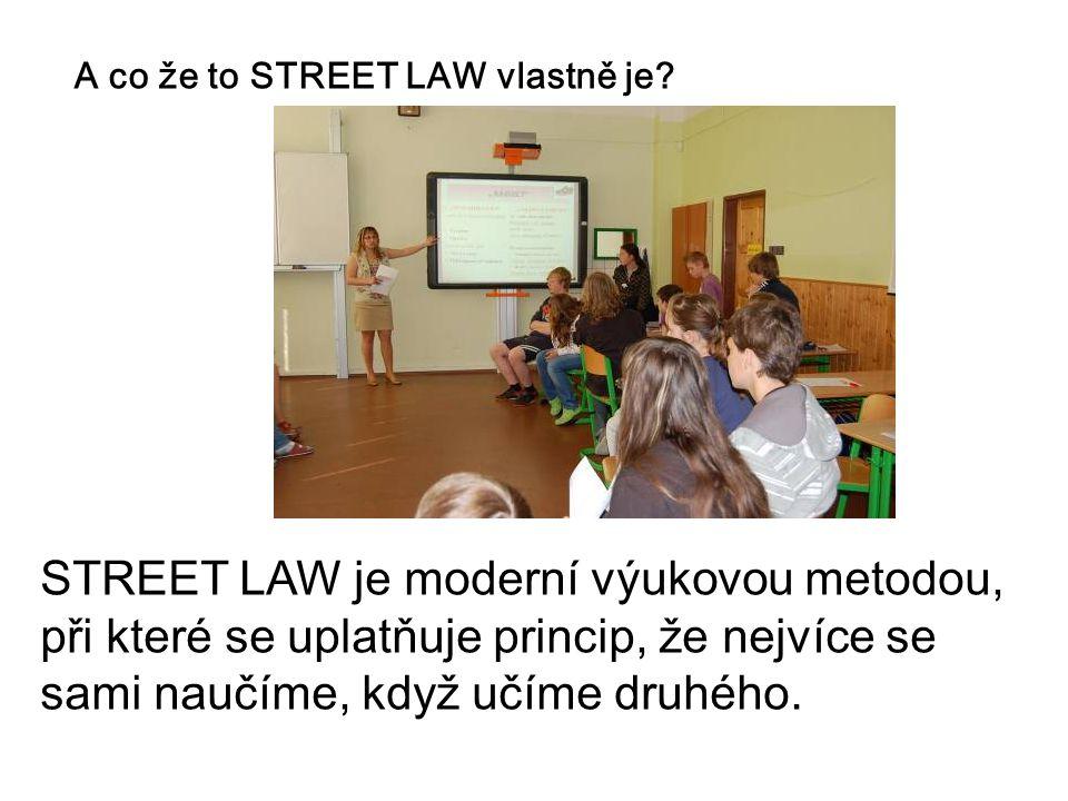 A co že to STREET LAW vlastně je? STREET LAW je moderní výukovou metodou, při které se uplatňuje princip, že nejvíce se sami naučíme, když učíme druhé