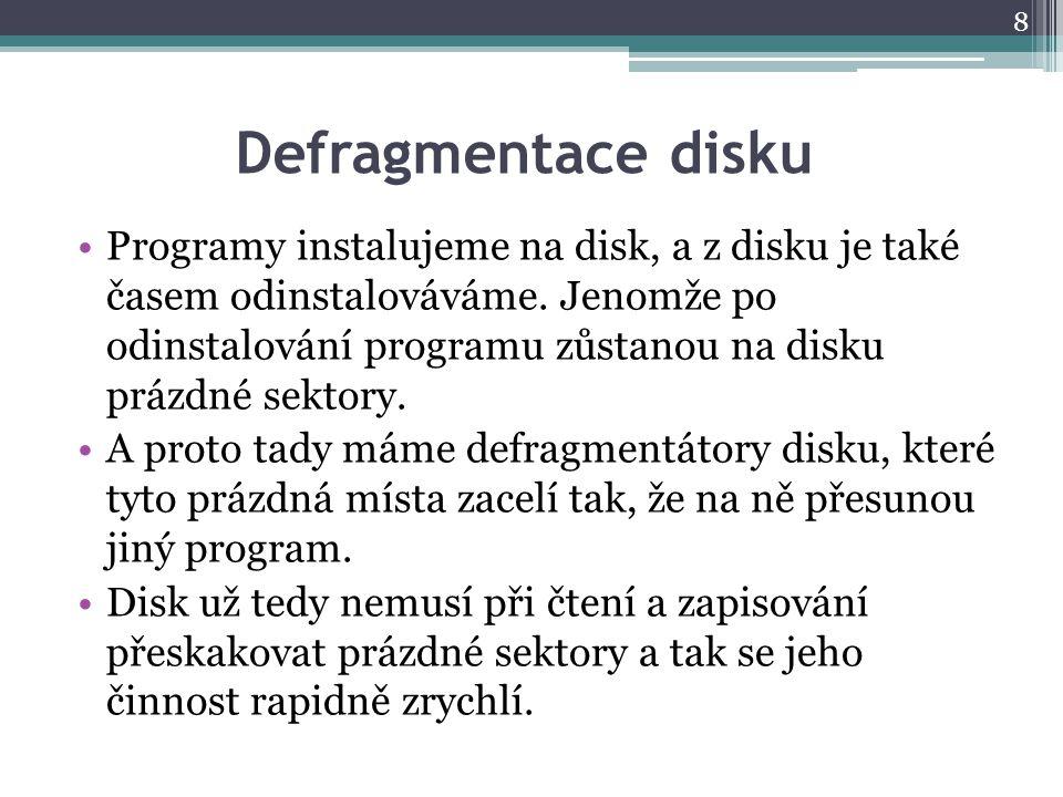 Defragmentace disku Programy instalujeme na disk, a z disku je také časem odinstalováváme.