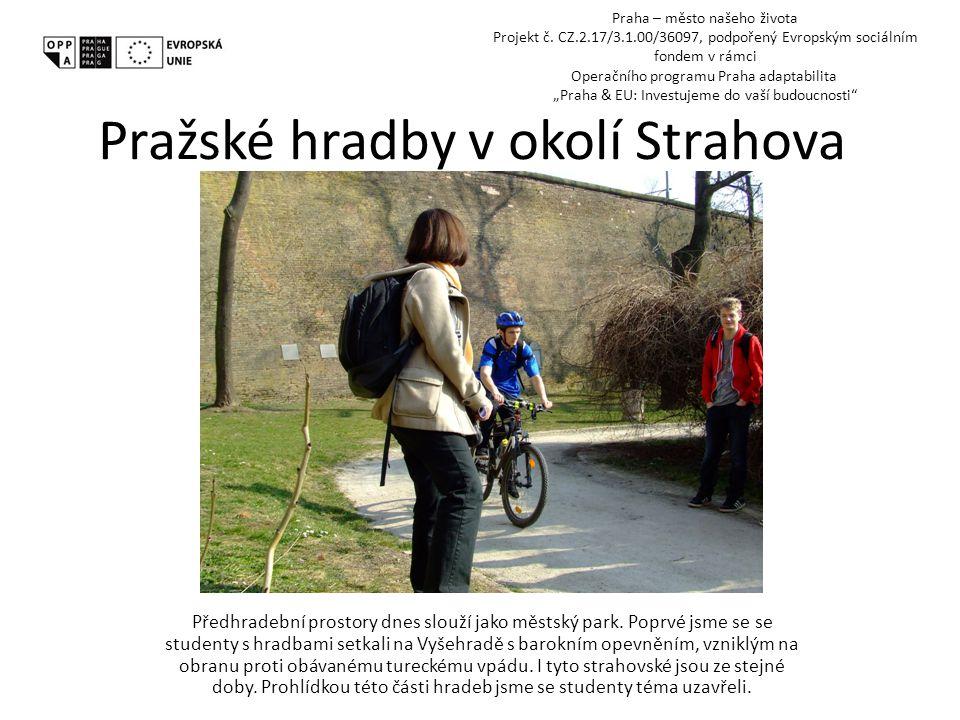 Pražské hradby v okolí Strahova Předhradební prostory dnes slouží jako městský park.