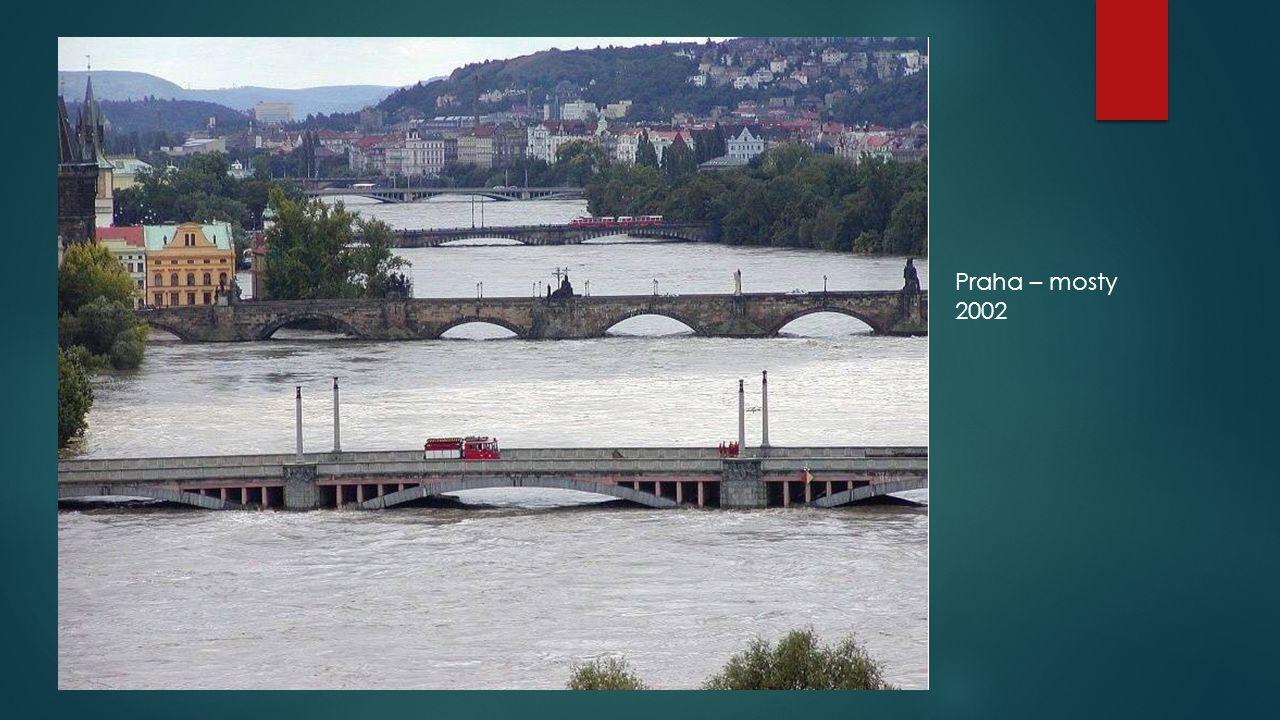 Škody 2002  Celková škoda 73 miliard Kč  Cca 225 tisíc evakuovaných osob  17 mrtvých