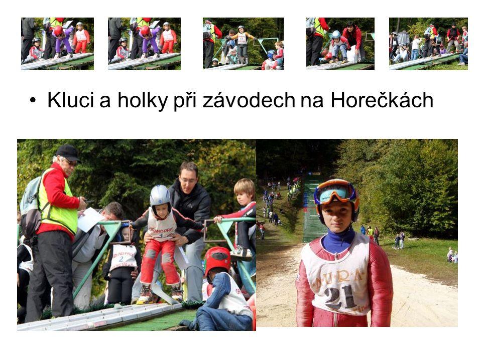 Kluci a holky při závodech na Horečkách