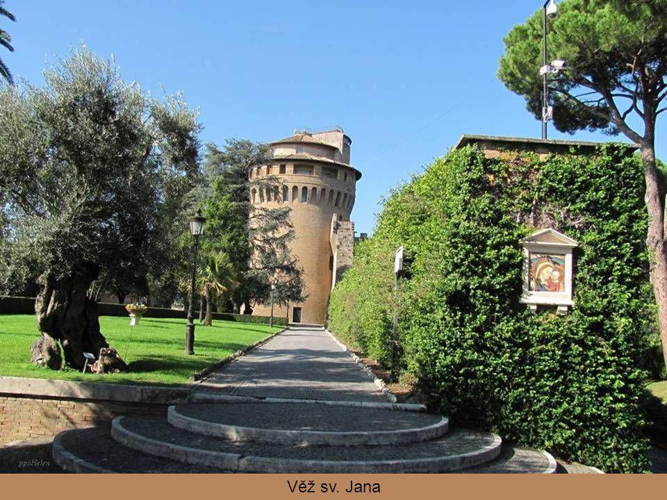 Leonské hradby jsou zbytkem původního opevnění Vatikánu, které nechal v polovině 9. století postavit papež Lev IV.