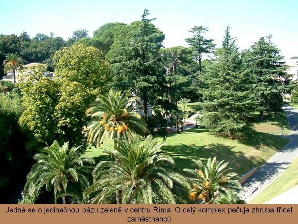 Je zde možno nalézt parkový lesní porost ve stylu anglické zahrady, ale i pečlivě udržované, geometricky uspořádané záhony