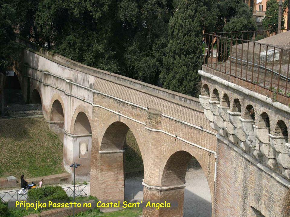 Hrad Castel Sant Angelo od stejnojmenného mostu.