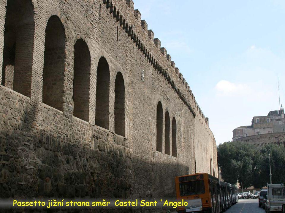 Passetto jižní strana spolu s papežovým apartmanem