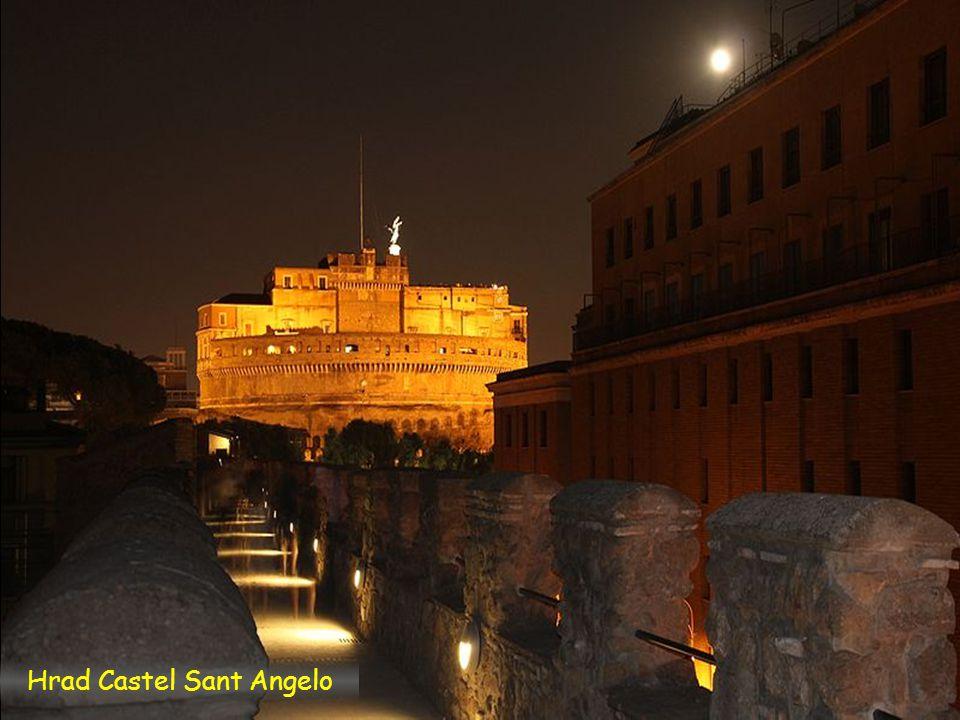 Passetto noční nadhled směr k Vaticanu