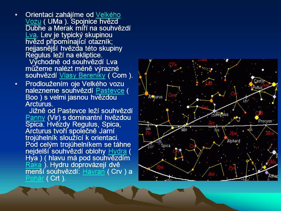 Orientaci zahájíme od Velkého Vozu ( UMa ). Spojnice hvězd Dubhe a Merak míří na souhvězdí Lva. Lev je typický skupinou hvězd připomínající otazník; n