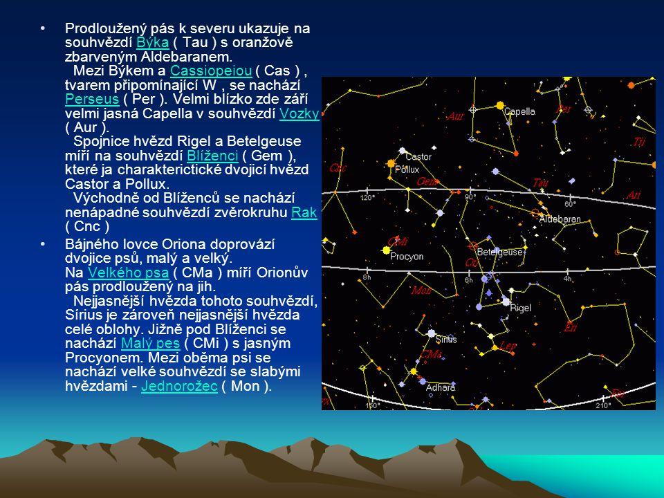 Prodloužený pás k severu ukazuje na souhvězdí Býka ( Tau ) s oranžově zbarveným Aldebaranem. Mezi Býkem a Cassiopeiou ( Cas ), tvarem připomínající W,