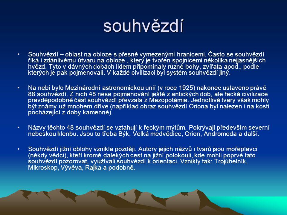 souhvězdí Souhvězdí – oblast na obloze s přesně vymezenými hranicemi. Často se souhvězdí říká i zdánlivému útvaru na obloze, který je tvořen spojnicem
