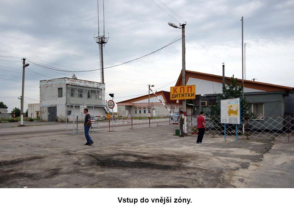 Příjezd k Černobylské jaderné elektrárně.