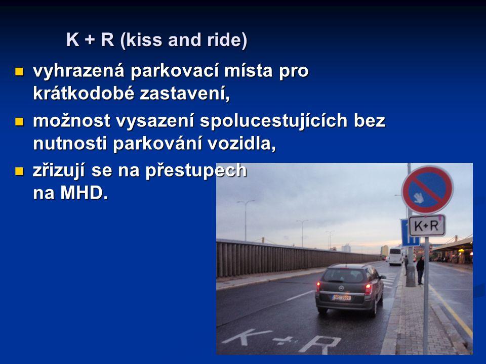 K + R (kiss and ride) vyhrazená parkovací místa pro krátkodobé zastavení, vyhrazená parkovací místa pro krátkodobé zastavení, možnost vysazení spoluce