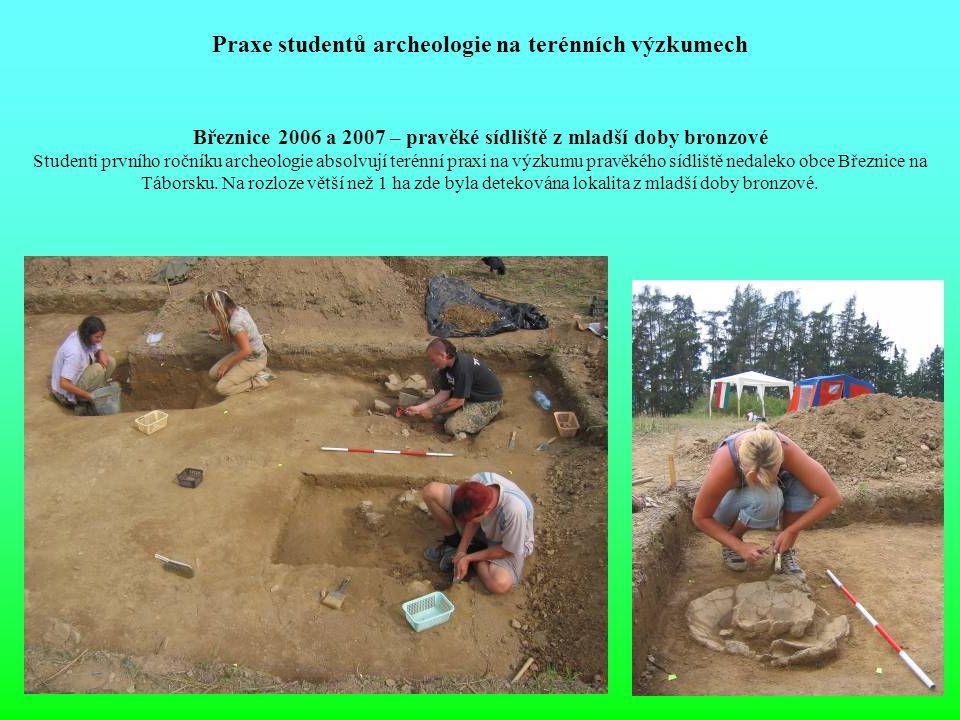 Praxe studentů archeologie na terénních výzkumech Březnice 2006 a 2007 – pravěké sídliště z mladší doby bronzové Studenti prvního ročníku archeologie