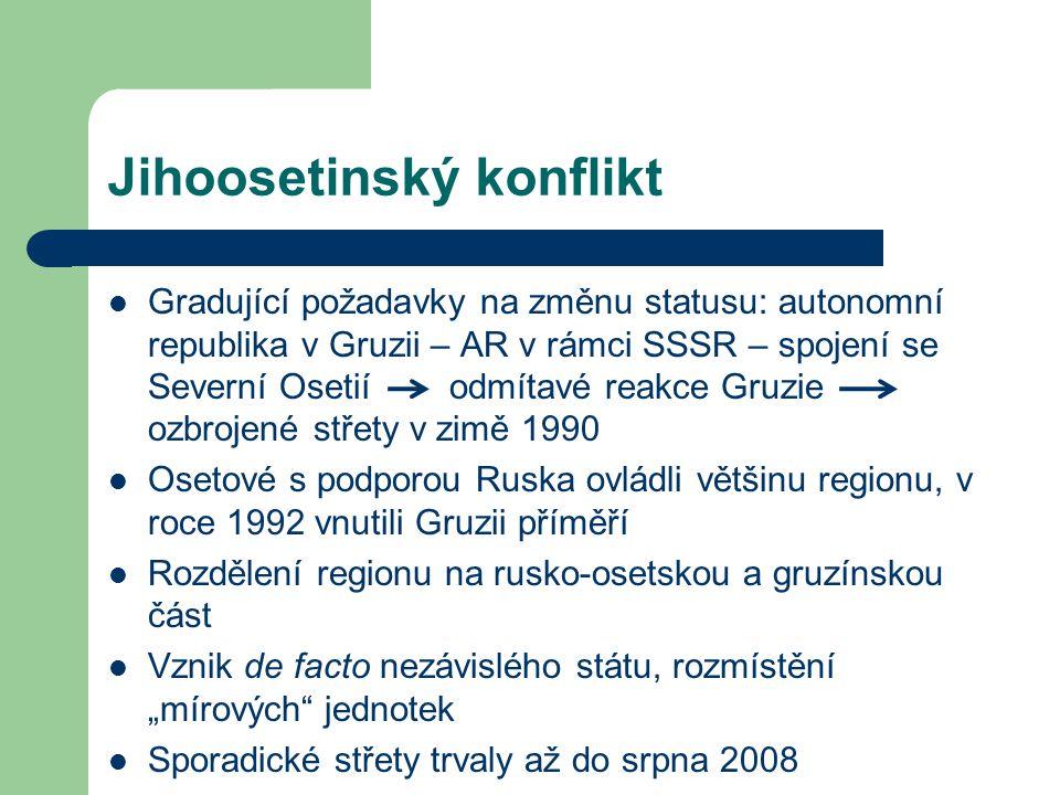 """Jihoosetinský konflikt Gradující požadavky na změnu statusu: autonomní republika v Gruzii – AR v rámci SSSR – spojení se Severní Osetií odmítavé reakce Gruzie ozbrojené střety v zimě 1990 Osetové s podporou Ruska ovládli většinu regionu, v roce 1992 vnutili Gruzii příměří Rozdělení regionu na rusko-osetskou a gruzínskou část Vznik de facto nezávislého státu, rozmístění """"mírových jednotek Sporadické střety trvaly až do srpna 2008"""