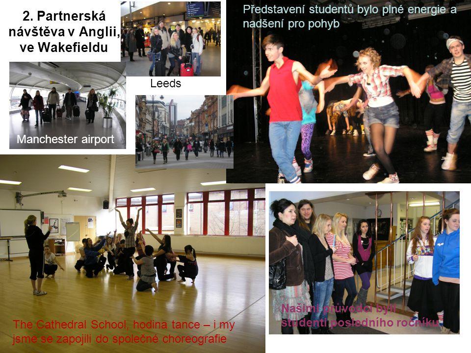 2. Partnerská návštěva v Anglii, ve Wakefieldu The Cathedral School, hodina tance – i my jsme se zapojili do společné choreografie Představení student