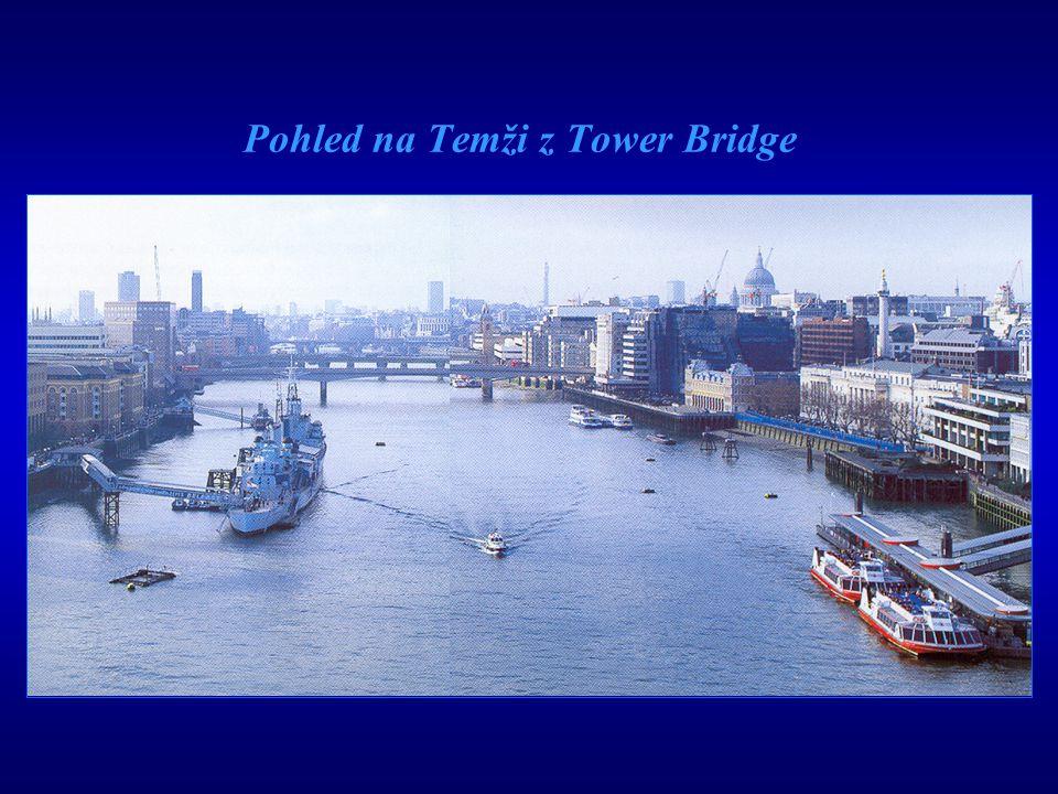 Pohled na Temži z Tower Bridge