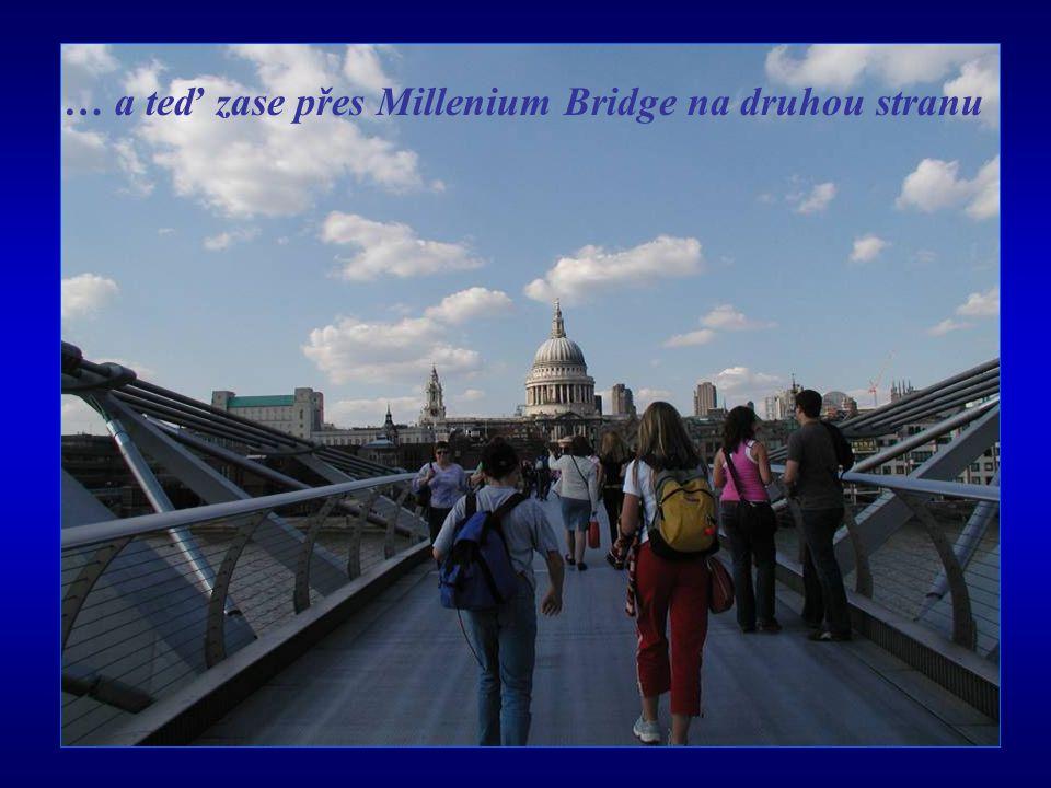 … a teď zase přes Millenium Bridge na druhou stranu