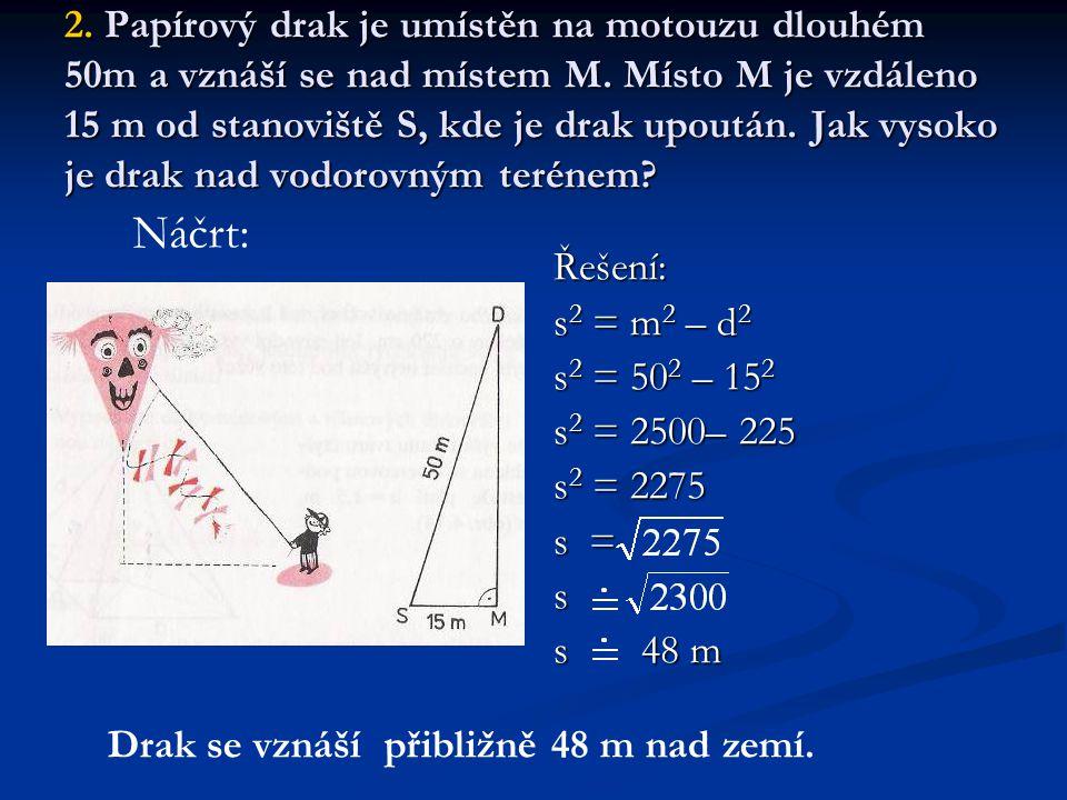 2.Papírový drak je umístěn na motouzu dlouhém 50m a vznáší se nad místem M.