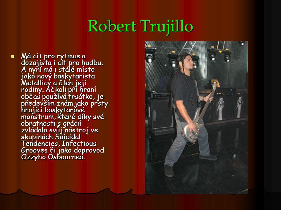Robert Trujillo Má cit pro rytmus a dozajista i cit pro hudbu. A nyní má i stálé místo jako nový baskytarista Metallicy a člen její rodiny. Ačkoli při