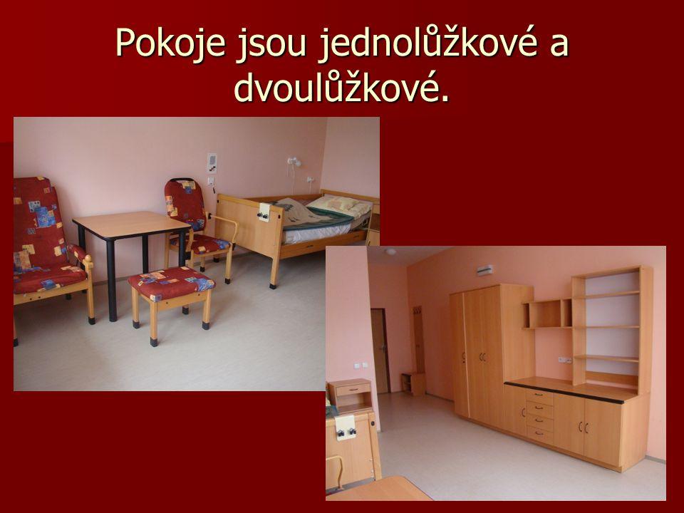 Pokoje jsou jednolůžkové a dvoulůžkové.