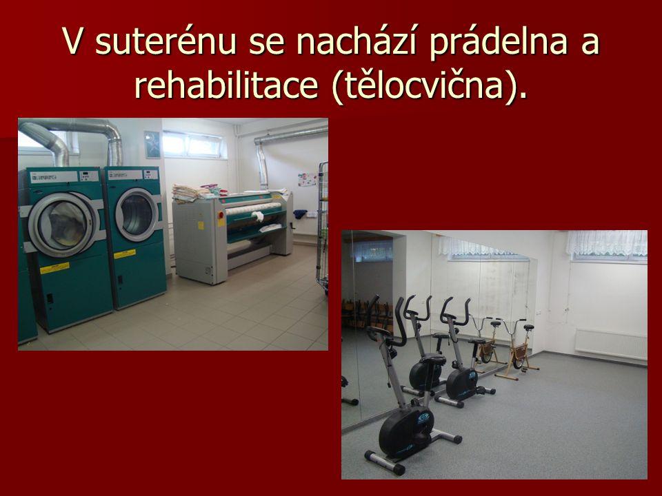 V suterénu se nachází prádelna a rehabilitace (tělocvična).